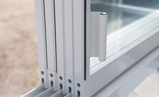zameranie a montáž zasklenia balkónov celohliníkovým posuvným systémom COPAL s možnosťou štvorkoľajnice alebo dvojkoľajnice vo vrchnej čast