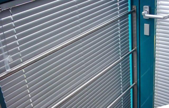 Horizontálne hliníkové žalúzie - modrá farba